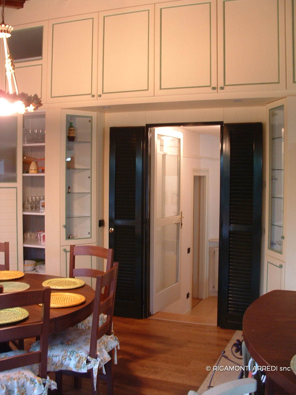 Lacquered kitchen and dining area with green decor and for Boiserie dwg