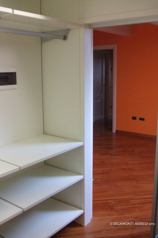 Sottotetto con cabina armadio e parete porta rigamonti - Porta cabina armadio ...