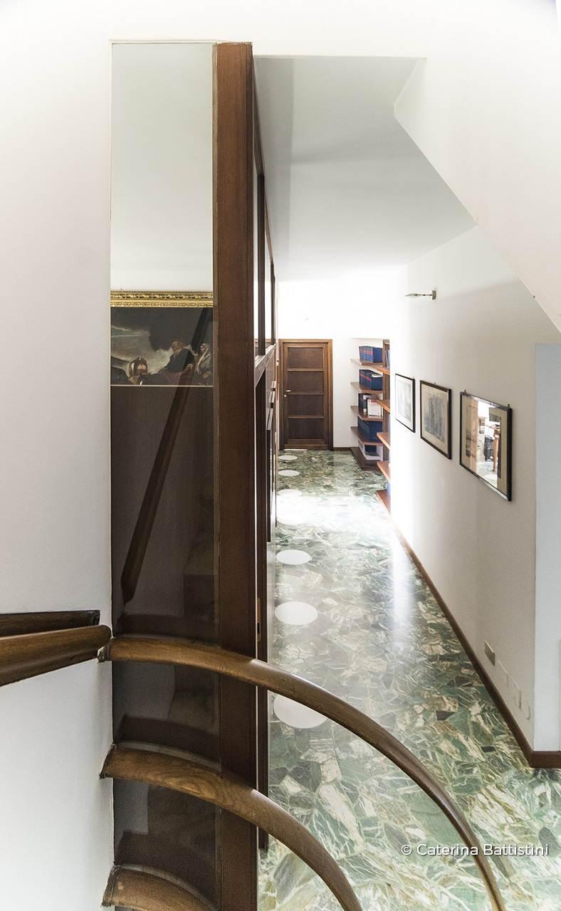 Ufficio con pareti divisorie e armadiature in noce - Mobili noce nazionale ...