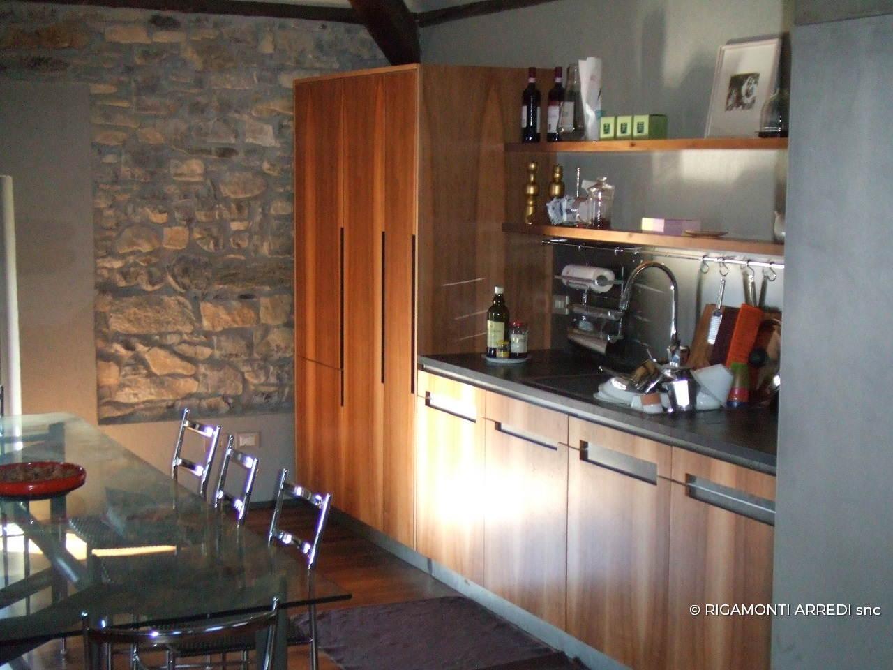 Cucina, studiolo e ingresso in legno noce nazionale - Rigamonti Arredi